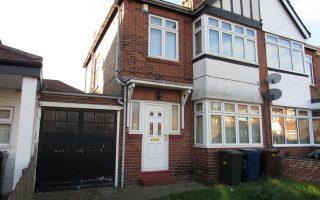 3 Bedroom Semi Detached House, Ewebank Avenue, Fenham, Newcastle Upon Tyne, NE4 9NY